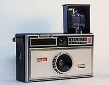 220px-Kodak_Instamatic_100.jpg.ac6ab2e1b33eebfed6803b07002c3904.jpg